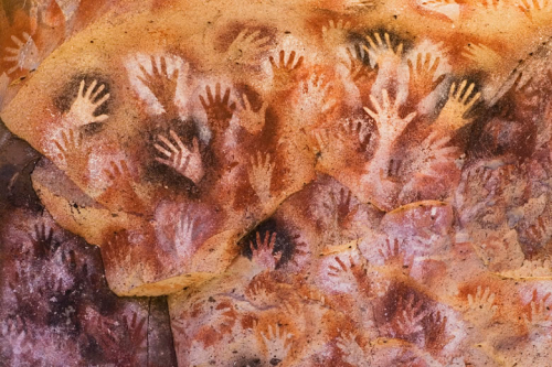 Aoutmaeriargentina-cave-of-the-hands-pictograph